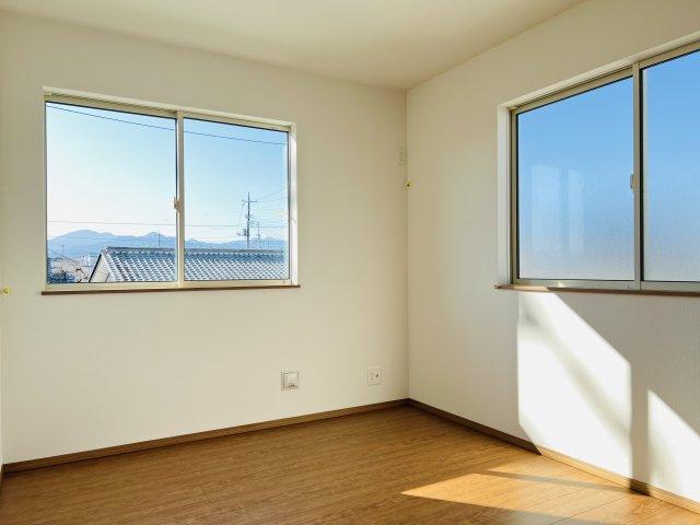 【同仕様施工例】2階 掃き出し窓なので明るいお部屋です。