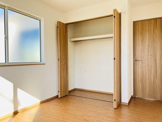 【同仕様施工例】2階 収納ケースを上手に活用してすっきり片付けたいですね。