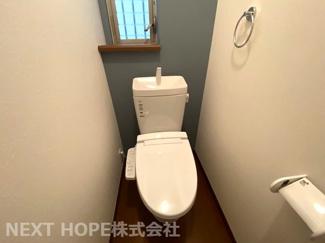トイレは1階・2階に設けられております♪温水洗浄便座です!