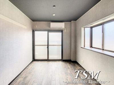 出窓のある洋室