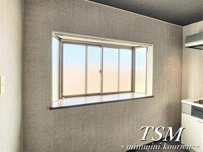 出窓を2か所設置