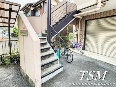 各フロアへの階段