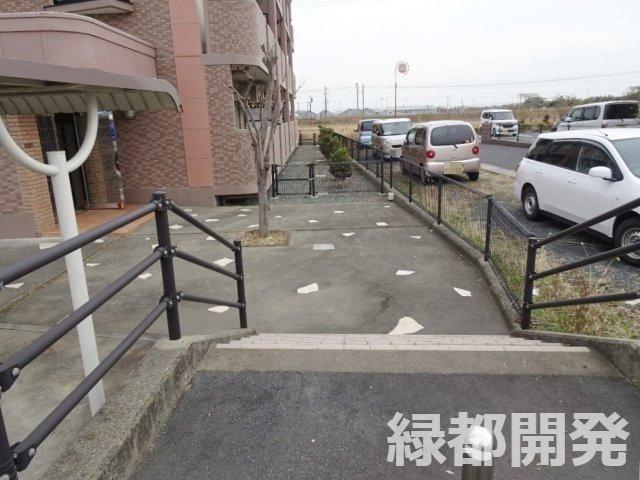 【外観】ブライト・ヴィラ駐車場