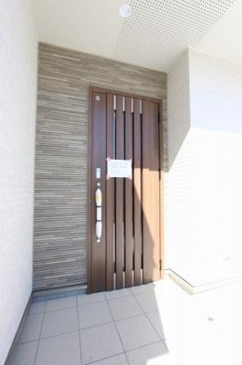 玄関です:建物完成しました♪♪毎週末オープンハウス開催♪三郷新築ナビで検索♪