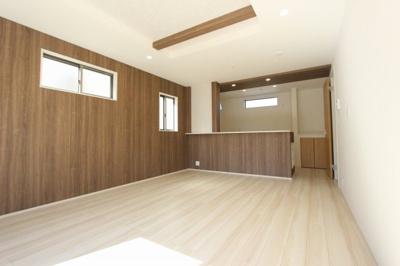 ゆったりとした居間です:建物完成しました♪♪毎週末オープンハウス開催♪三郷新築ナビで検索♪