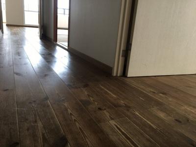 床はフラットで移動も掃除もらくらくです