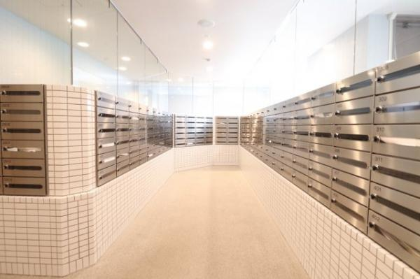【郵便受け】綺麗に管理された郵便受けコーナーです!
