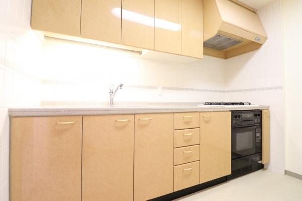 【キッチン】広々としたキッチンです!収納も充実しています◎