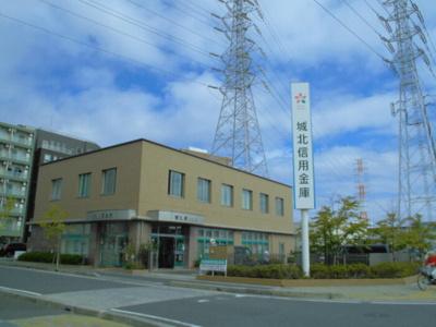 城北信用金庫南八潮支店(818m)