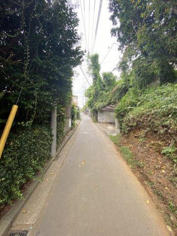 【前面道路含む現地写真】土地・ 峰沢町・ブルーライン「三ッ沢上町」駅 徒歩5分