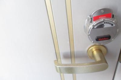 玄関のカギはカードキー仕様です