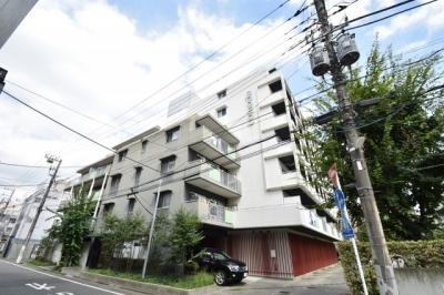 東急東横線「新丸子」駅徒歩3分の駅近マンションです。