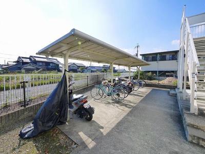 自転車置き場には屋根も有ります