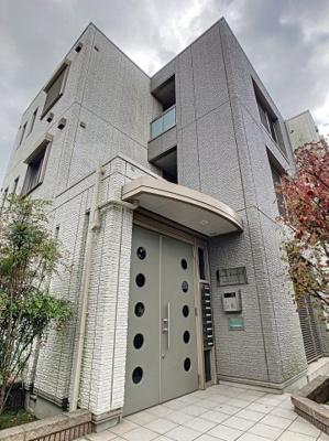 京浜急行線「八丁畷駅」徒歩11分のマンションです。