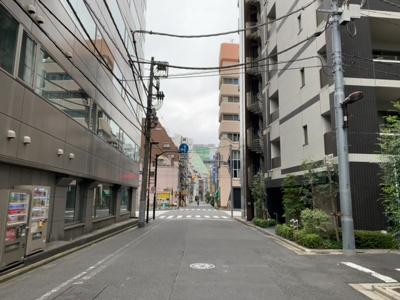 神田金物通りから一本入ったところに立地(2021.9.26)。