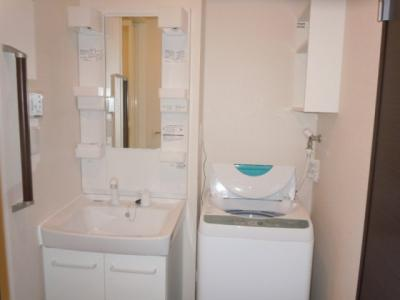 独立洗面台と洗濯機付き!!