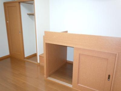 大型収納付きで整理ラクラク♪居室スペースも広々使える!