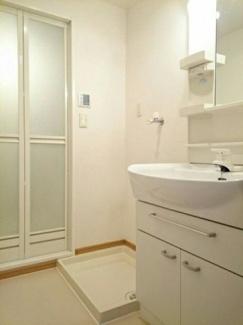 シャンプードレッサーと室内洗濯機置き場