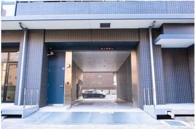 自走式駐車場とタワーパーキングを設けています。