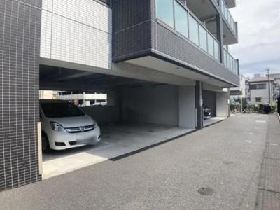 ヴァルセーナ新小岩の駐車場です。