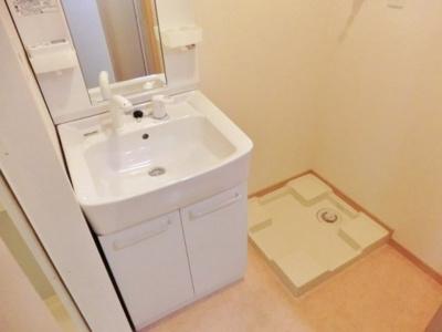 ★シャワー水栓型洗面台・室内洗濯機置場あり★