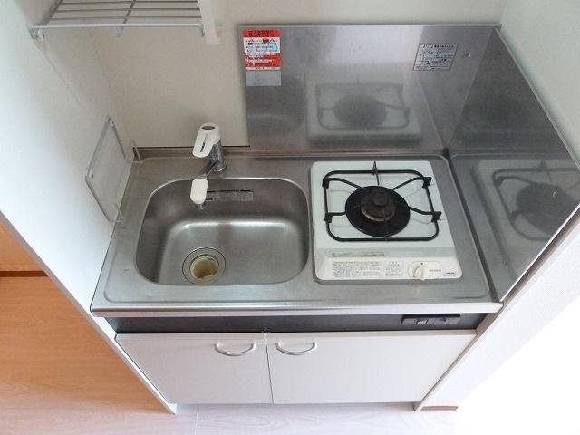システムキッチン1口ガスコンロ付き。
