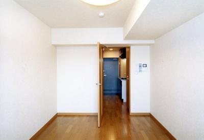 【居間・リビング】ルーブル新宿西落合六番館