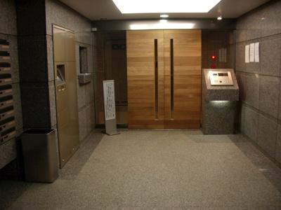 【エントランス】ルーブル新宿西落合六番館