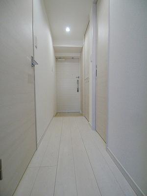 白を基調とした明るい室内