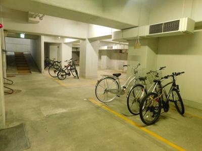地下 駐輪場
