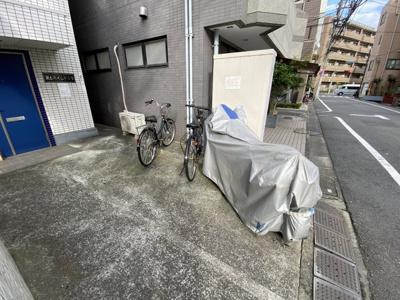 敷地内に駐輪場がございます。