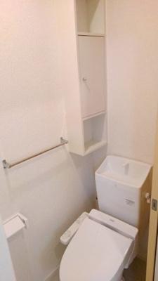 ウォシュレット付き 小物の収納スペースもあります
