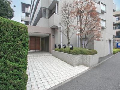 中野富士見町パークホームズのアプローチです。