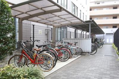 中野富士見町パークホームズの駐輪場です。