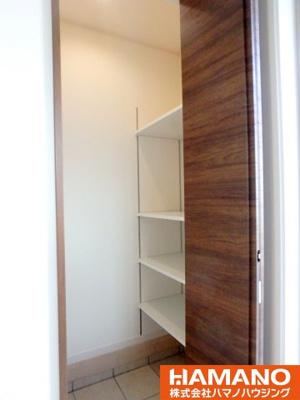 玄関収納です。十分な収納スペースがあります