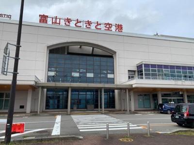 富山空港まで1,318m