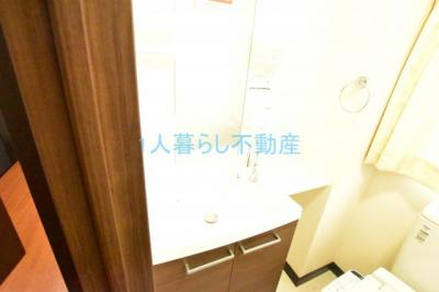 洗濯機置き場は室内です。