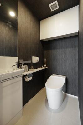 手洗場付のトイレ。
