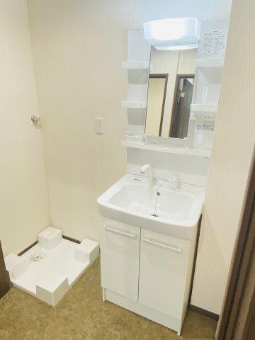 洗面台も新品に交換済みです♪水周りが新品だと気持ちよく使用できてうれしいですよね