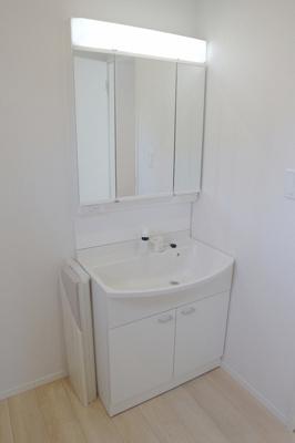 明るい洗面空間がゆとりの時間を演出