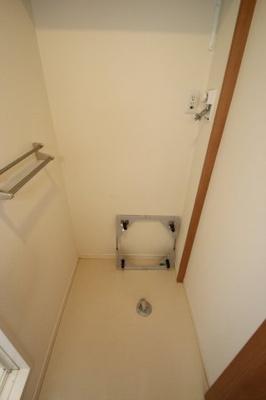 室内洗濯機置き場 ※同建物反転タイプのお部屋の写真です。