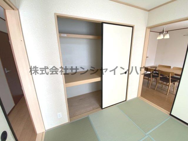 ★収納充実住宅★和室約5.2帖の押し入れは、天井までたっぷり収納可能です!