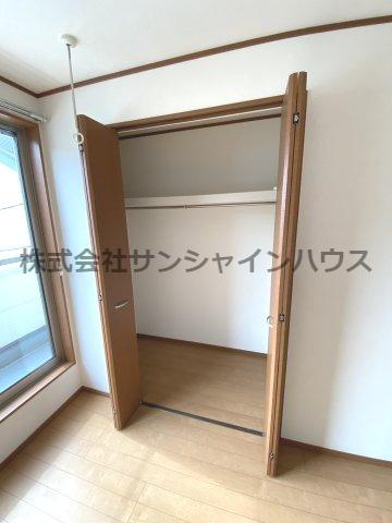 約6.7帖の洋室のクローゼット(枕棚+パイプハンガー付き)