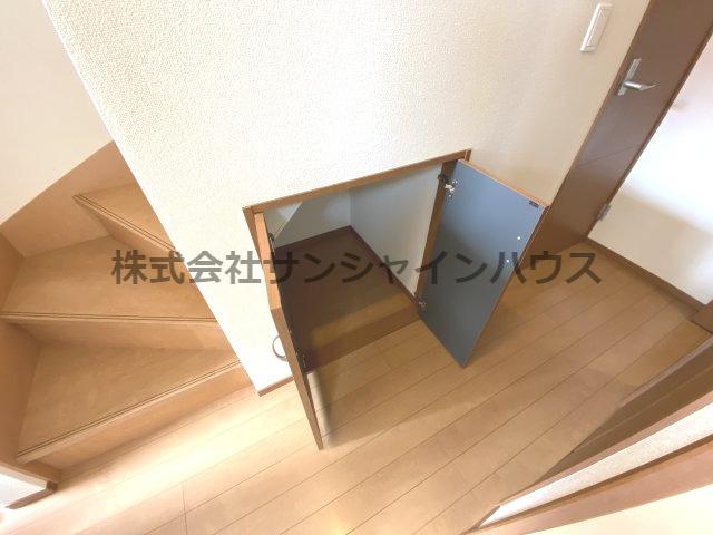 ★収納充実住宅★ ~あると嬉しいスペースです~ 1階階段下収納です。