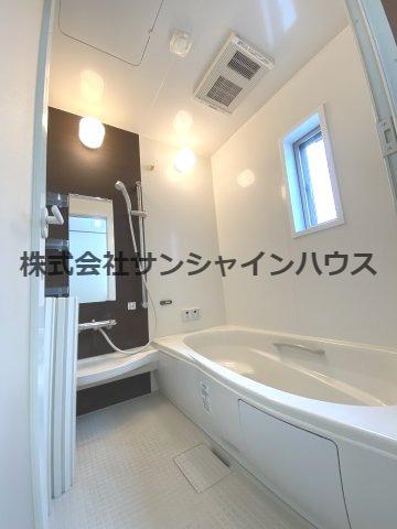 窓付きの明るい浴室1坪タイプのバスルーム、浴室乾燥機付き!