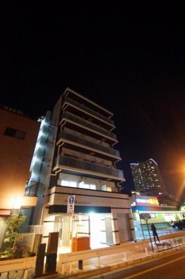 東急東横線「武蔵小杉駅」徒歩7分の築浅マンションです。