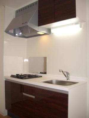 「キッチン上部・食器棚」