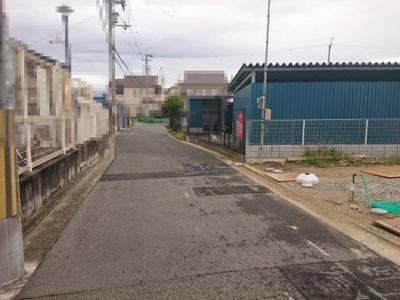 南花田町エリアの閑静な住宅街に立地!前面道路とフラットな敷地でお車の駐車がしやすいですよ♪