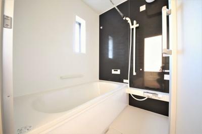 水回りはこまめなメンテナンスが必要。浴室乾燥機付きなので、カビの発生防止に一役買えます。