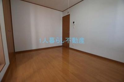広い洋室です。
